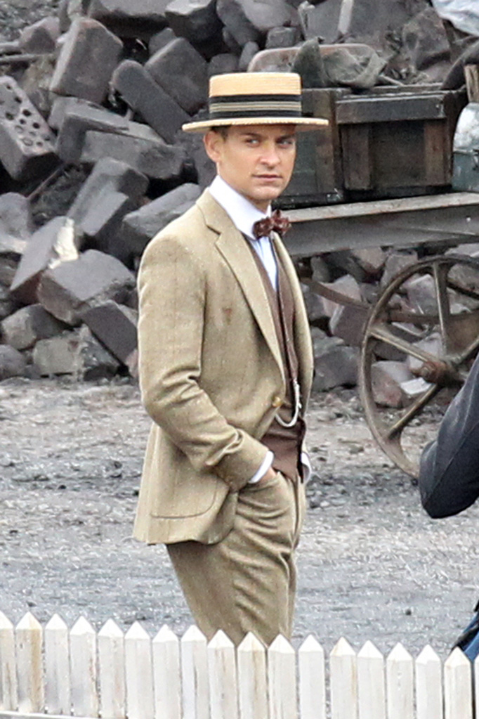 character review for nick carraway of the great gatsby The great gatsby - character review  nick carraway he is a murderer who commits suicide  the great gatsby character list 25 terms.
